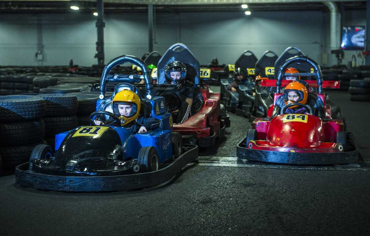 Action 500 karting paintball go kart laval for Karting interieur